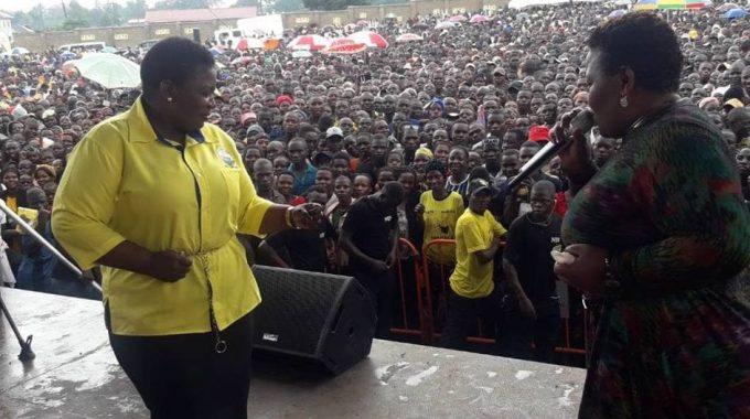 Justine Lumumba Kasule ne Catherine Kusasira ku siteegi