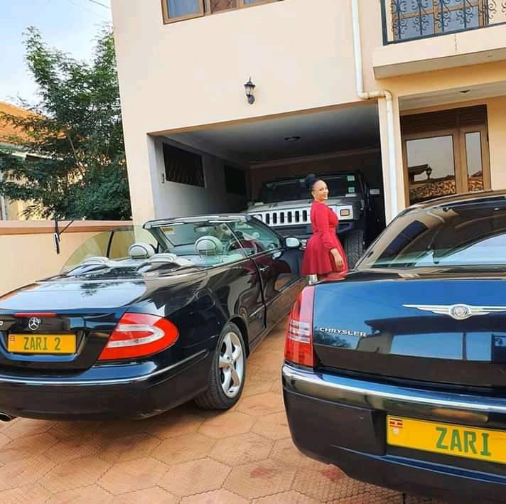 STILL BOSSING IT: High Budget Queen Zari Hassan Parades Fleet Of ...